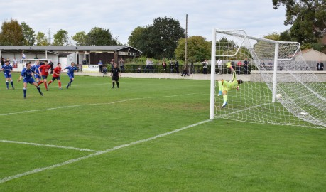 Mark Waters smashes home the penalty