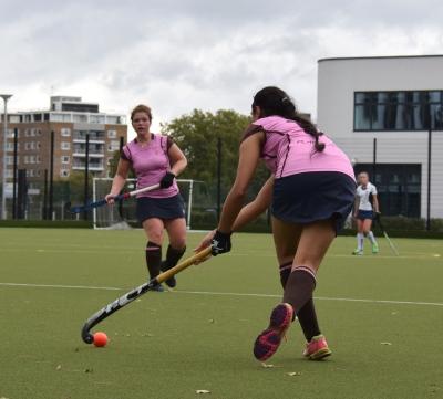 Rasna Sandhu shifts the ball on her stick