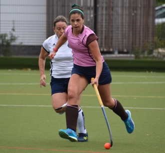 Lucy Peel drives through the midfield