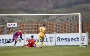 Tallan Burns can't quite reach Crago's cross