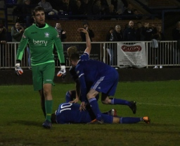 Blackmore scores, but goes off injured