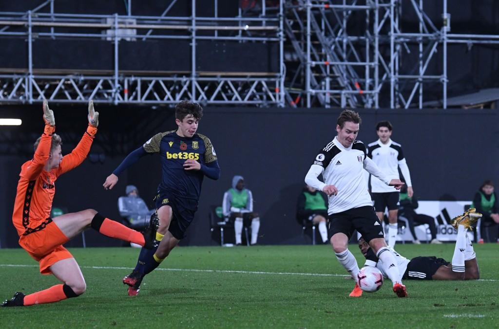 Stefan Johansen shoots wide